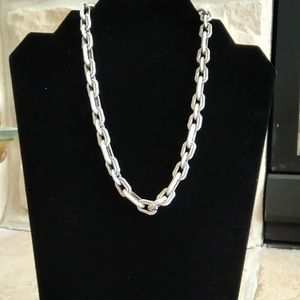 Jewelry - Chunky silver tone chain necklace